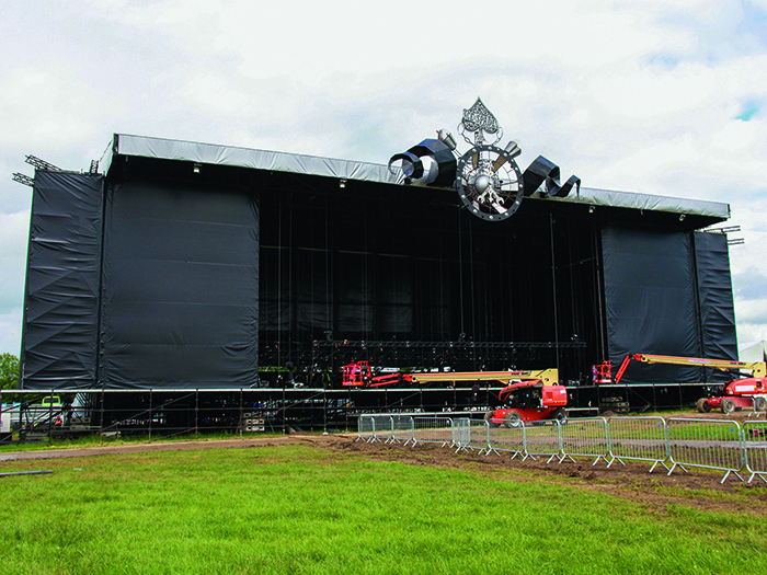 Serious Stages Glasto 16 Build-2