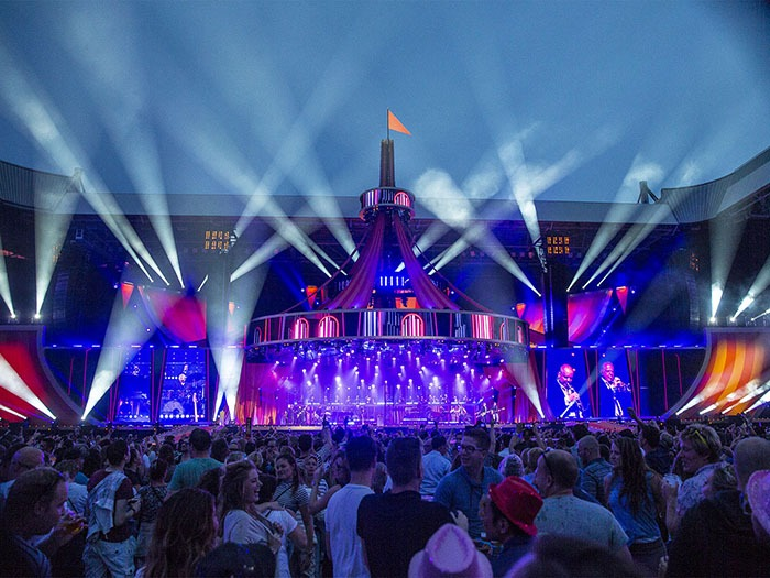 Robe Lights Up Guus Meeuwis In Eindhoven Tpi