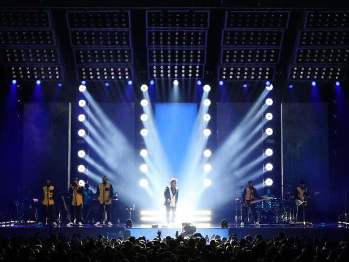 Philips Lighting have revealed that VL6000 Beam and VL4000 BeamWash fixtures from its iconic Philips Vari-Lite rock and roll lighting product line have been ... & Philips Lighting brings the funk for Bruno Mars | TPi