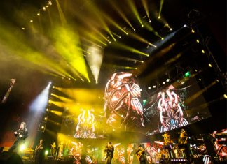 Almost 800 AV2X Video Panels Create Backdrop For Iconic Performance By Mexican Superstars Emmanuel & Mijares