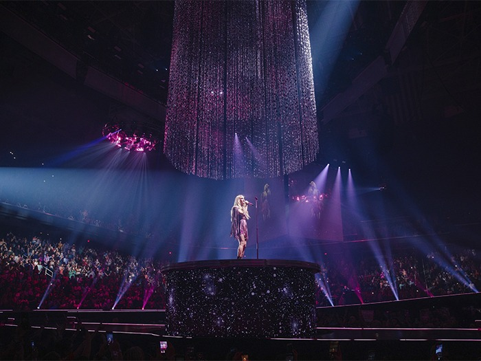 Carrie Underwood Dazzles In The Cry Pretty Tour 360 With